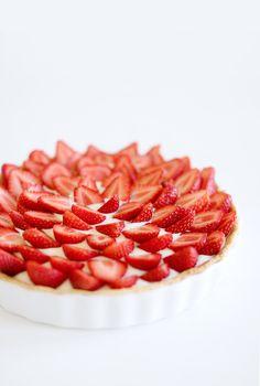 Französische Erdbeertarte mit Vanillecreme und weißer Schokolade // French Strawberry Tart with Vanilla Cream and White Chocolate // Berliner Küche