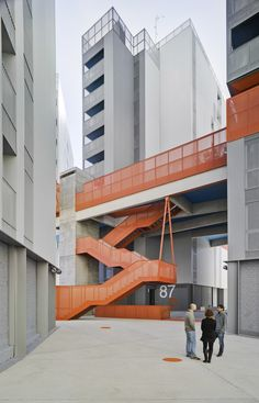 Galería de 118 Viviendas de promoción pública, oficinas, locales comerciales y garaje / Amann Canovas Maruri - 38