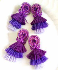 #fashion #venezuela #fashiondesign #glam #madeinvzla_ #hechoamano #handmade #talentonacional #soutache #aretesdemoda #soutachejewelry #accessories #accesorios #designersvenezuela #designs #bijoux #tassels #maxiaretes #zarcillos #aretes #pendientes #orecchini #earrings #earringshandmade #necklace #talentovenezolano #diseñovenezolano #tuatuendovenezolano #diseñadoresvenezolanos #vitrinavenezuela Beaded Tassel Earrings, Soutache Earrings, Macrame Bracelets, Statement Earrings, Crochet Earrings, Hobbies And Crafts, Fashion Earrings, Jewerly, Jewelry Accessories