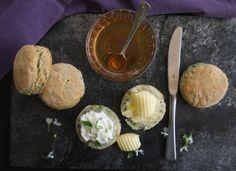 Scones με πατάτα για αλμυρόγλυκους συνδυασμούς | Pandespani Scones, Dairy, Cheese, Mood, Buns