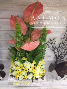 Arrangement made with roses and anthuriums