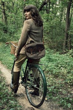 found this while searching for info on vintage riding breeches, very cute!