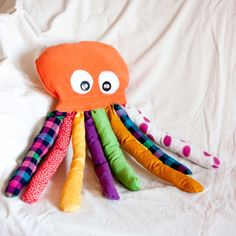 Make a Cute Stuffed Octopus Toy - Guidecentral Sewing Toys, Baby Sewing, Sewing Crafts, Sewing Projects, Craft Projects, Sewing Stuffed Animals, Cute Stuffed Animals, Fabric Toys, Fabric Crafts