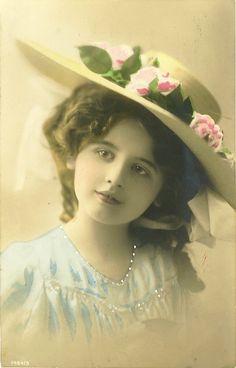 Маленькие принцессы на старинных открытках. Часть седьмая. Обсуждение на LiveInternet - Российский Сервис Онлайн-Дневников
