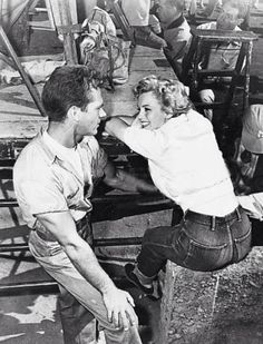denim icons long john blog elvis presley rock and roll music marlyn monroe actrice usa fifties jeans jean shrink to fit levi's lee jeans storm riders white shirt classic pics (5)
