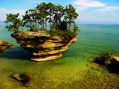 Located on the shores of Lake Huron, near Michigan, many people even don't know about this place being existed on earth. This amazing rock is one of the most beautiful places in nature you will ever see. One of the little-known wonders of Huron County, this place is really a paradise. Turnip Rock is one huge amazing shaped rock which got that mushroom shape because of tidal erosion. The only way to reach to this beautiful and amazing piece of nature is by boat or kayaks.