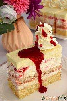 Prajitura Fantastica cu zmeura si lamaie by Simona Callas Jasmine Cake, Romanian Desserts, Snickers Cheesecake, Cake Recipes, Dessert Recipes, Catering Food, Mocca, Food Cakes, Creative Food