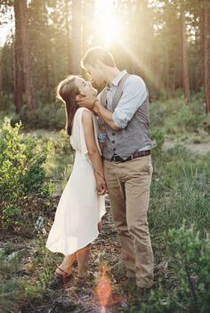 This is such a sweet and romantic engagement photo. I love the pose. Engagement photography | couples photos | sunset engagement photos