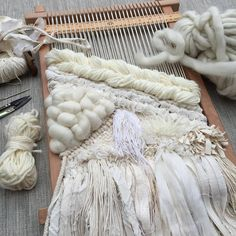 Pin Weaving, Loom Weaving, Weaving Textiles, Tapestry Weaving, Weaving Wall Hanging, Weaving Projects, Weaving Techniques, Loom Knitting, Yarn Crafts