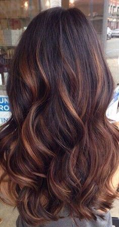 Love the red and blonde highlights in this look! (Dyed Hair For Brunettes)