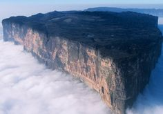 Image Of The Day - Mysterious And Alluring Mount Roraima Rising Over 8000 Feet Into The Clouds - MessageToEagle.com