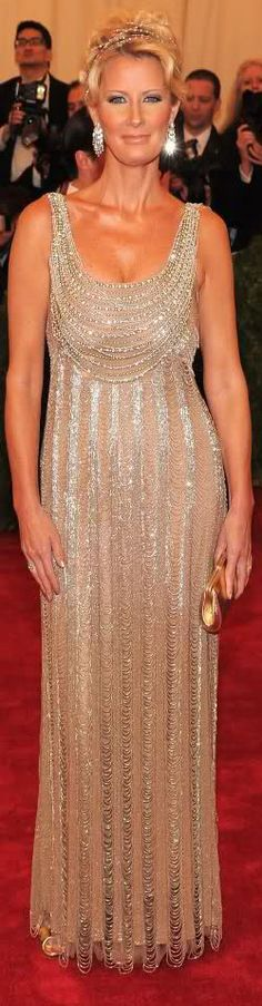 If I ever had a chance to walk the red carpet this would be the dress I would want to wear.