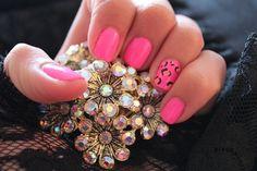 Pink leopard nails :)