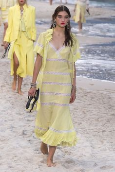 Beautiful Summer Outfits 2018 2019 Fashion Frends Fresh Chanel Spring 2019 Ready to Wear Collection Vogue Fashion Moda, Boho Fashion, High Fashion, Fashion Outfits, Fashion Design, Chanel Fashion, Womens Fashion, Feminine Fashion, Cheap Fashion