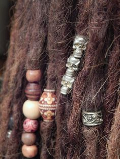 I've been trying to find vertical holed skull beads forever! Its hard to find any, let alone in metal. Need some for my locks