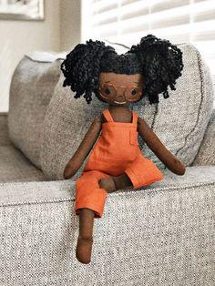 Doll Maker, Stuffed Animal Patterns, Doll Crafts, Vintage Fabrics, Fabric Dolls, Barbie, Doll Accessories, Beautiful Dolls, Art Dolls