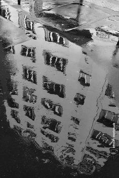 francoise-larouge:  Flaque Paris XX - photo ©26sept2014Françoise Larouge
