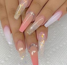 There are many kinds of nails, and the styles are endless. However, in many nail designs, there seems to be no more romantic than the glass flower nails, so how much do you know about the crystal flower manicure? Perfect Nails, Gorgeous Nails, Pretty Nails, Long Nail Designs, Acrylic Nail Designs, Art Designs, Design Ideas, Stiletto Nail Designs, Summer Acrylic Nails