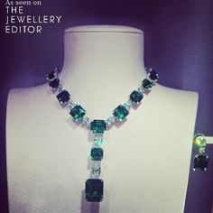 Perfect emeralds from British jeweller David Morris spotted at the Biennale Emerald Jewelry, High Jewelry, Luxury Jewelry, Modern Jewelry, Diamond Jewelry, Jewelry Necklaces, Sapphire Necklace, Diamond Pendant Necklace, Beaded Necklace