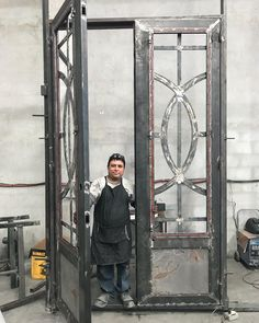 Image may contain: 1 person Steel Gate Design, Iron Gate Design, Metal Gates, Wrought Iron Gates, Metal Projects, Welding Projects, Welding Ideas, Welding Art, Welding Tools