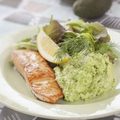 Lax med avokadomos Salmon Recipes, Fish Recipes, Baby Food Recipes, New Recipes, Food Baby, Healthy Tips, Healthy Eating, Healthy Recipes, Fish And Seafood