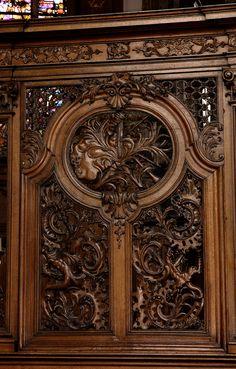 Poperinge, West-Vlaanderen, parochiekerk Onze-Lieve-Vrouw, choir, woodwork: bagpipes | by groenling