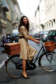 How to be perfectly chic while cycling!  Such a breezy easiness to this look that screams elegance!