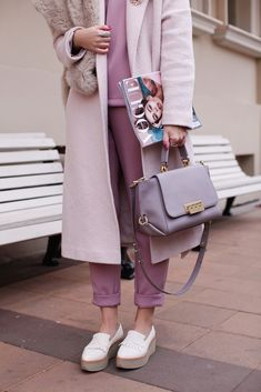 spring outfits women 20s style inspiration color combos, chic casual, fashion street styles,