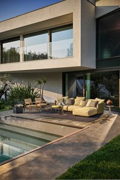 Outdoor Spaces, Indoor Outdoor, Outdoor Living, Outdoor Decor, Dream Home Design, House Design, Porch And Terrace, Outdoor Daybed, Outdoor Material