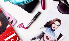 Ini tren yang menjadi favorit para make-up artists, para selebriti terlihat menggunakan berbagai warna-warna lugas dengan tekstur selembut beludru baik di red carpet maupun sehari hari.  Simak cara mereka merayakan kembalinya lipstik matte!