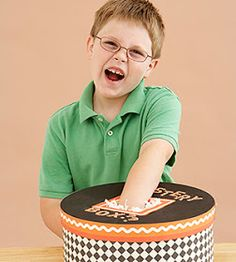 It's Written on the Wall: 23 Fun Halloween Games, Treats and Ideas for your Halloween Party. Mystery box: kids pick party favors from mystery box. Halloween Birthday, Holidays Halloween, Halloween Kids, Halloween 2019, Holloween Games, Halloween Clothes, Birthday Bash, Halloween Treats, Happy Halloween