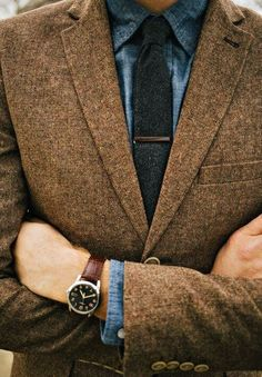 Tweed up. Love this look, denim work shirt and tweed suit jacket. Gentleman Mode, Gentleman Style, Sharp Dressed Man, Well Dressed Men, Coat Dress, Men Dress, Dress Shirt, Mode Costume, Herren Style