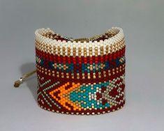 Ladrillo 2122 Loom Bracelet Patterns, Bead Loom Bracelets, Peyote Patterns, Cuff Bracelets, Bangle, Handmade Bracelets, Handmade Jewelry, Beaded Hat Bands, Bracelets