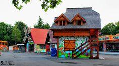 Orășelul Copiilor - Bucureşti House Styles, Home Decor, Interior Design, Home Interiors, Decoration Home, Interior Decorating, Home Improvement