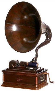 DeLuxe Phonograph / Edison Opera 1911 Edison Phonograph, Telephone Vintage, Retro Vintage, Vintage Items, Retro Radios, Antique Radio, Record Players, Art Nouveau, Vintage Antiques