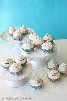 """Learn how to make simple Winter Cupcakes - Snowmen Cupcakes, Snowflake Cupcakes and piled high """"snow"""" cupcakes for fun Winter themed cupcakes. Ladybug Cupcakes, Snowman Cupcakes, Giant Cupcakes, Themed Cupcakes, Cupcake In A Cup, Cupcake Cakes, Rose Cupcake, Cup Cakes, Winter Cupcakes"""