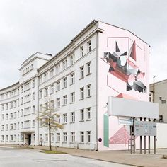 Unexpected street art find in Hamburg-Harburg when I joined the #openamh Instawalk with @archaeologiehh yesterday. Please also check their running #lostandfoundcontest in cooperation with @thisaintartschool. (Of course I'm very honored to be part of the jury.) Btw This great mural was made by @low_bros