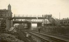 Lavka pres trat 1893-1927 ,po dostavbe Masarykova mostu byla odstranena..(fotokolin.cz)