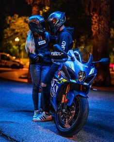 friends help promote the community I live in / which I want to share with those who are interested and truly are part of life Couple Moto, Bike Couple, Motocross Couple, Motocross Love, Suzuki Motocross, Bike Photography, Couple Photography Poses, Biker Love, Biker Girl