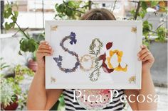 Haz un cuadro de tu nombre con flores secas   Manualidades Crafts For Kids, Arts And Crafts, Diy Crafts, Pressed Flower Art, Botanical Art, Flower Crafts, Cool Diy, Craft Tutorials, Lovers Art