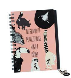 Niesamowite powiedzonka mojej córki Notatnik z napisem Niesamowite powiedzonka mojej córki ze zwierzątkami. Notatnik jest wykonany ręcznie, w formacie A6,