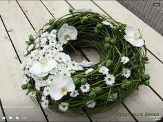 Mourning wreath with white flowers Church Flowers, Funeral Flowers, Wedding Flowers, Funeral Flower Arrangements, Floral Arrangements, White Flowers, Beautiful Flowers, Sympathy Flowers, Flower Stands