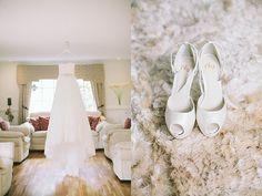 Weddingdress  Nelly shoes, white weddingshoes   Bröllopsfotograf Beatrice Bolmgren - bröllopsfotograf Halmstad Båstad Ängelholm Helsingborg Skåne Halland - Weddingphotographer Sweden   www.beatricebolmgren.se