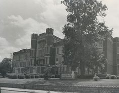 Margaret Flora Miller graduated from Jefferson High School in 1943.