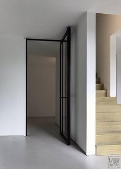 pivoterende steel look deur van Anyway Doors met nieuwe pivotscharnier op 15 cm Sliding Doors, Plank, Modern, Divider, Windows, Mirror, Room, Furniture, Glass Doors