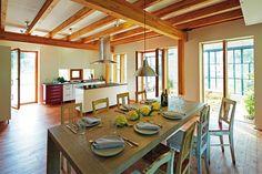 Dobře lze bydlet i ve stodole! Autoři projektu ateliér Borchardt & Partner.