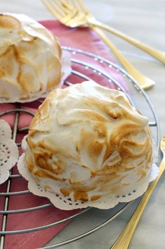 A scoop of Neapolitan ice-cream is placed over a triple chocolate cookie and topped with meringue to form Mini Baked Alaska. Dinner Party Desserts, Fun Desserts, Dessert Recipes, Italian Desserts, Dessert Ideas, Yummy Recipes, Recipies, Baked Alaska Recipe, Magic Custard Cake