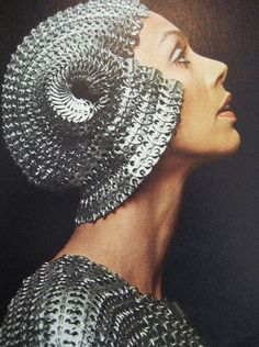 Paco Rabanne design, 1974 vintage fashion style color photo print ad metal headdress retro throwback to styles silver chain link Moda Fashion, 70s Fashion, Fashion History, Vintage Fashion, Space Fashion, French Fashion, Planet Fashion, Paco Rabanne, Caroline Reboux
