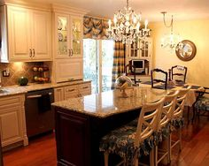 Image from https://www.angieslist.com/files/styles/media_gallery_large/public/kitchen%20cabinets_kitchen%20remodeling%20(9).jpg?itok=pQPQhch0.