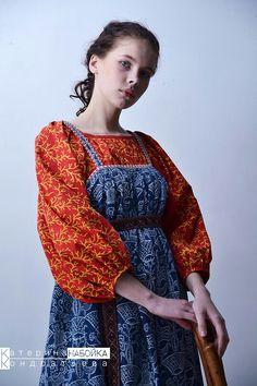 Russian Traditional Dress, Traditional Dresses, Russian Style, Indigo Prints, Russian Folk, Russian Fashion, Bohemian, Sari, Costumes
